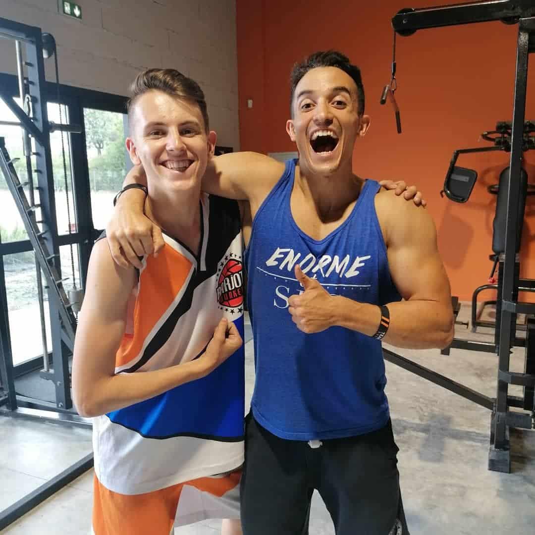 Tibo in shape teste le basket acrobatique avec Kilian