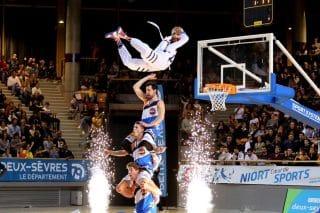 Basket acrobatique Dunk en Pyramide 3 signature Barjots dunkers