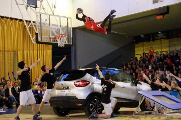 mickael jordan basket acrobatique
