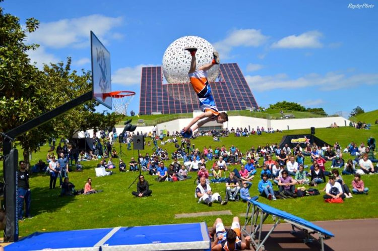 acrobatic basketball futuroscope