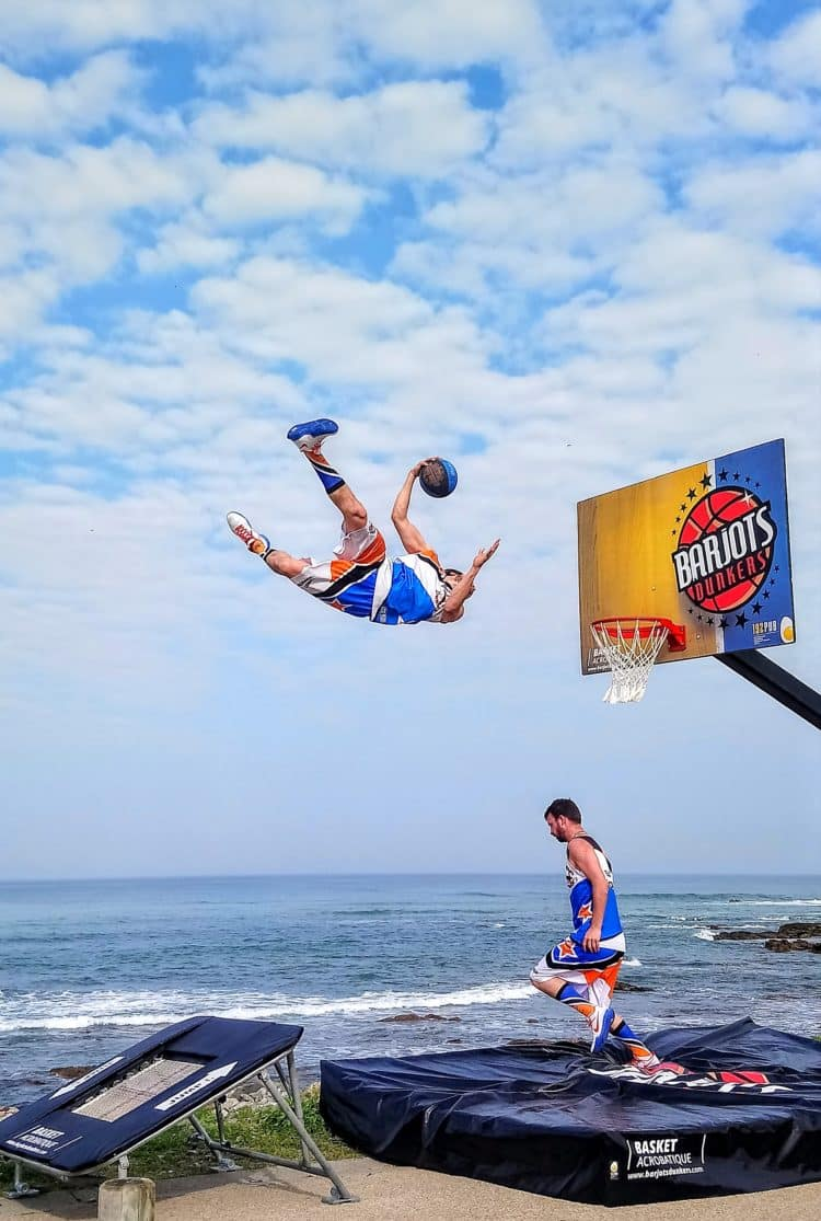 acrobatic basket ball sea