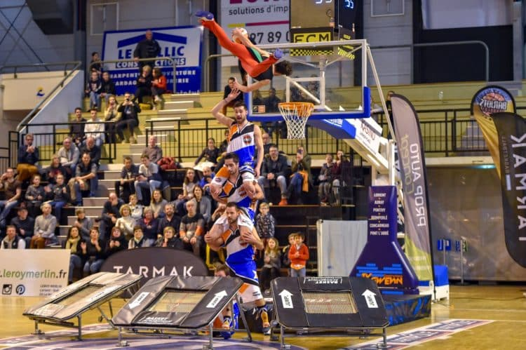 Acrobatic basketball barjots dunkers Asterix