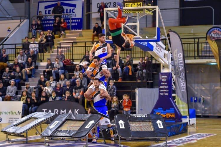 Acrobatic basketball barjots dunkers