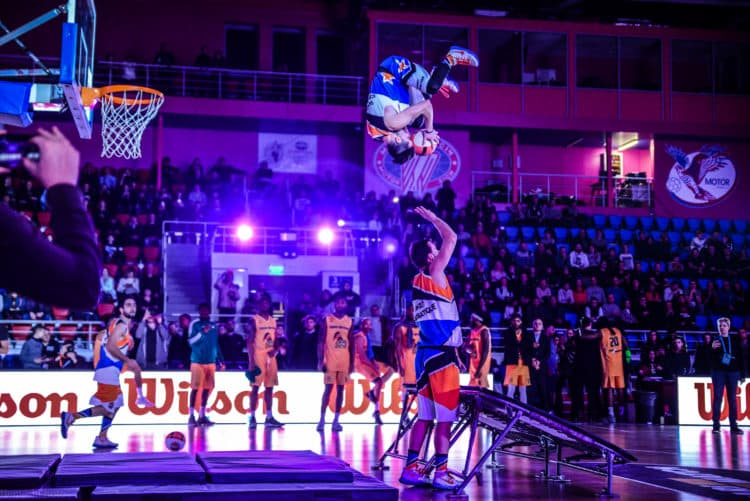 Barjots dunkers best team acrobatic basketball slam dunk show