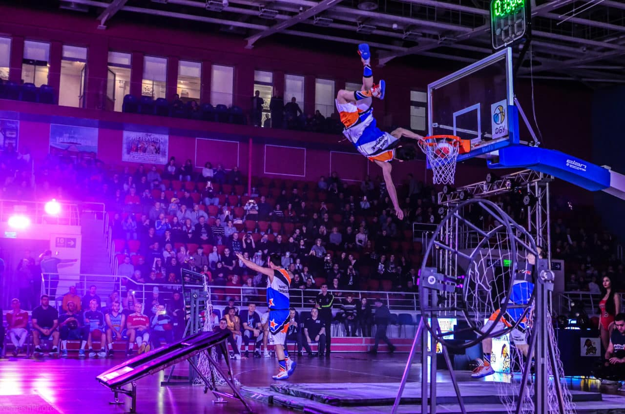 Barjots dunkers best team acrobatic basketball slam dunk show