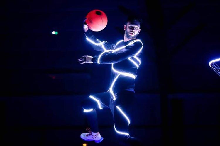 Basket acrobatique en LED avec les Barjots dunkers
